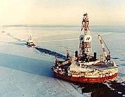 Una piattaforma petrolifera nell'Artico
